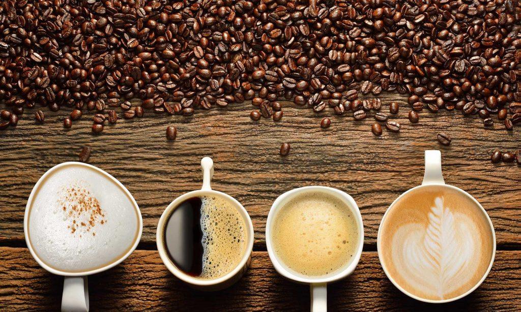 Người bị đổ mồ hôi nhiều nên hạn chế uống cà phê